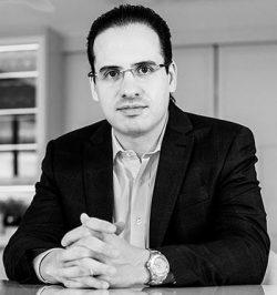 CARLOS-CRUZ-CEO-BRAVEND